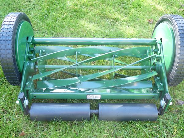 Le cylindre de coupe à 7 lames et les rouleaux arrières de la 1705-16